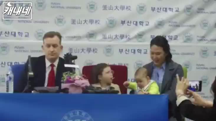 [캐내네]로버트 켈리 교수 기자회견 라이브 방송