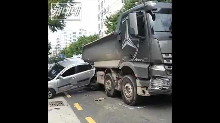 [캐내네]남천동 벤츠 매장 인근 교통사고 발생