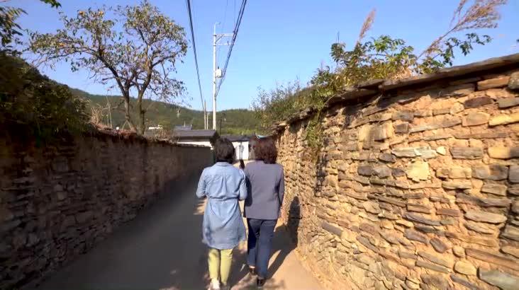 (11/11 방영) 기품 있는 마을을 조용히 걷네 – 고성 학동마을
